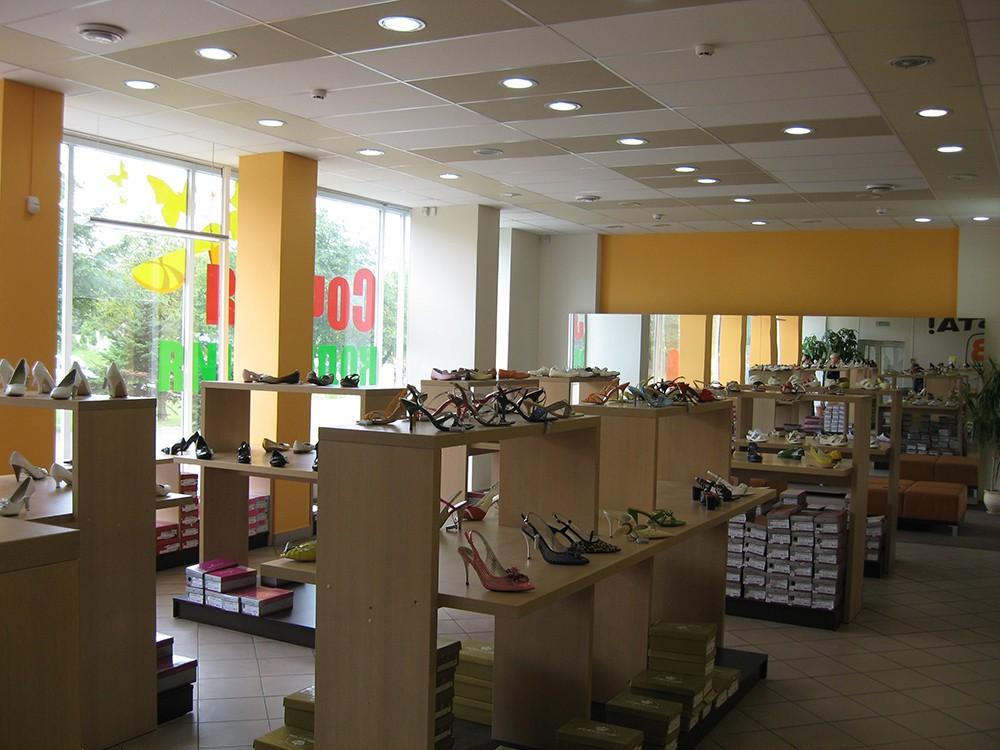 Прoфильнaя мебель для магазина обуви