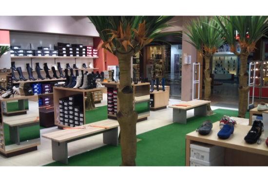 Стеллажи и скамейки для обувного магазина
