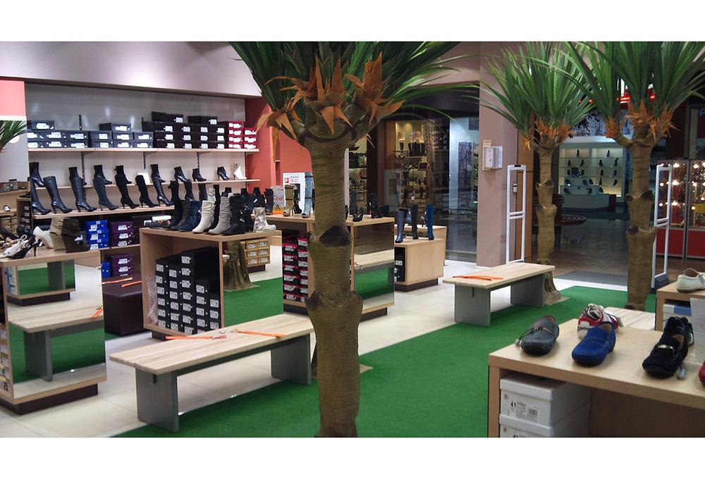 Стеллажи и скамейки для магазина с обувью